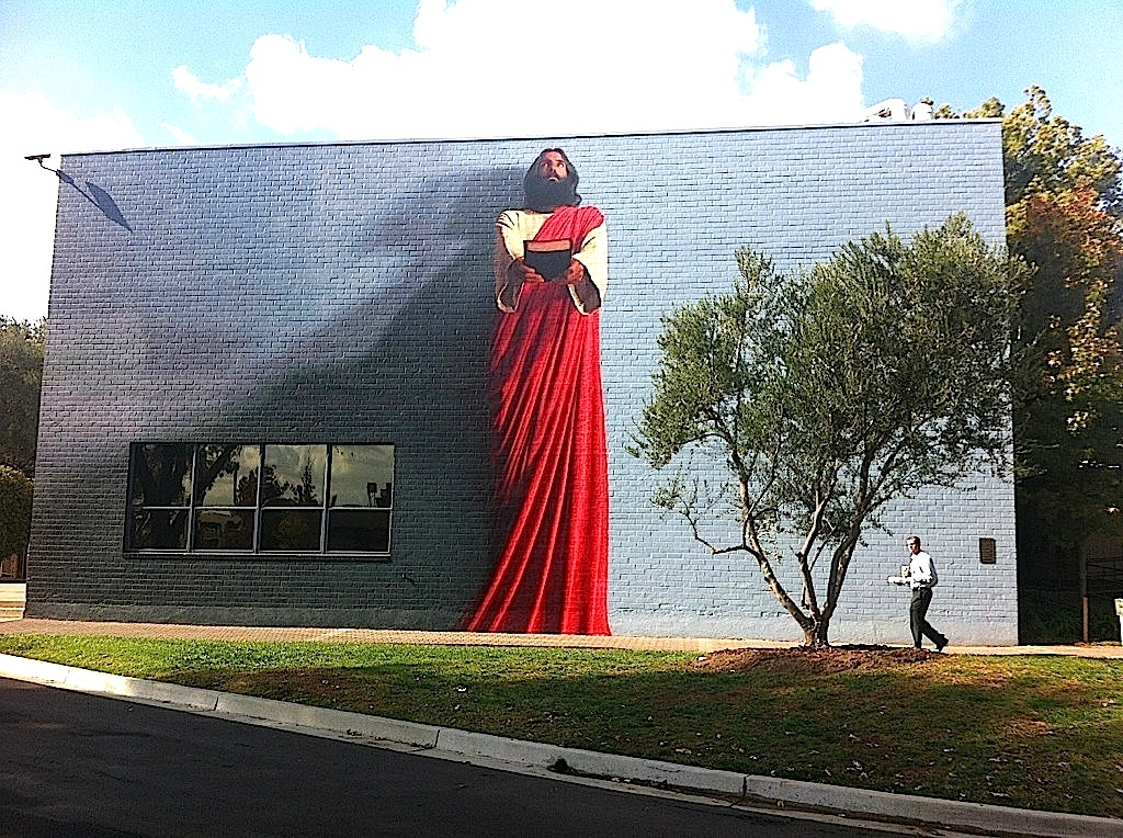 Kent twitchell 39 s final stroke of genius on the mural the for Biola jesus mural